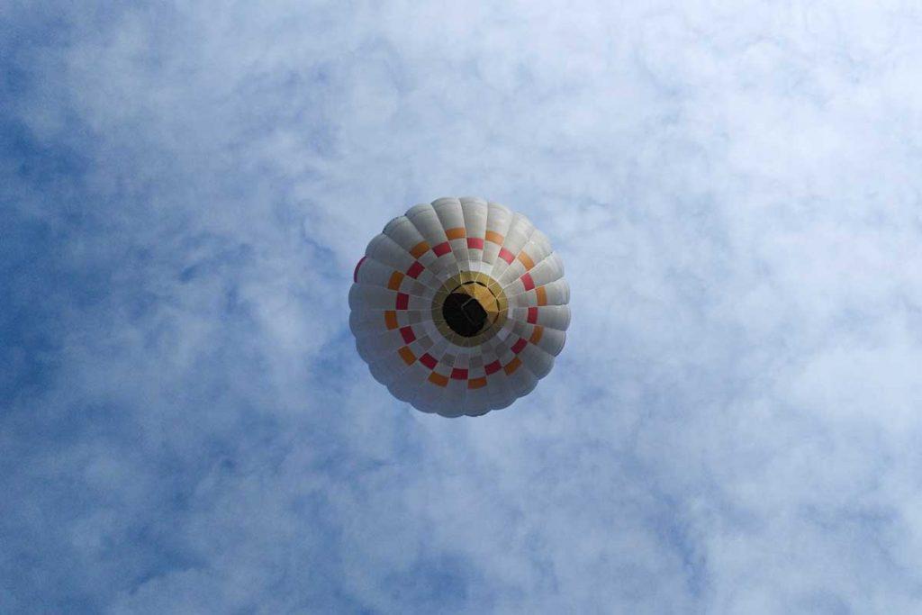 proc letet balonem s nami